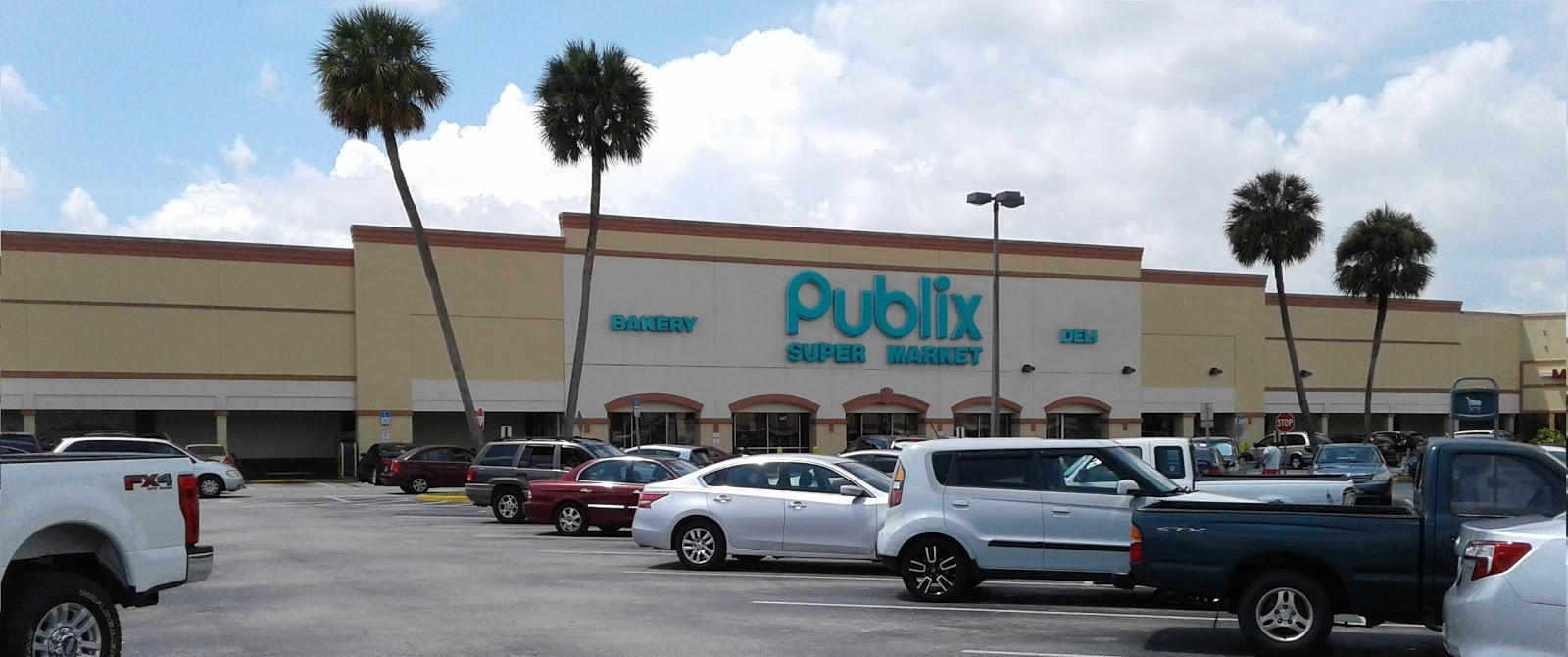 The Last Major Remodel At This Publix Was In 1995 (other Than The Usual  Decor Swaps). I Believe 1995 Was The Year The Current Exterior Was Built,  ...