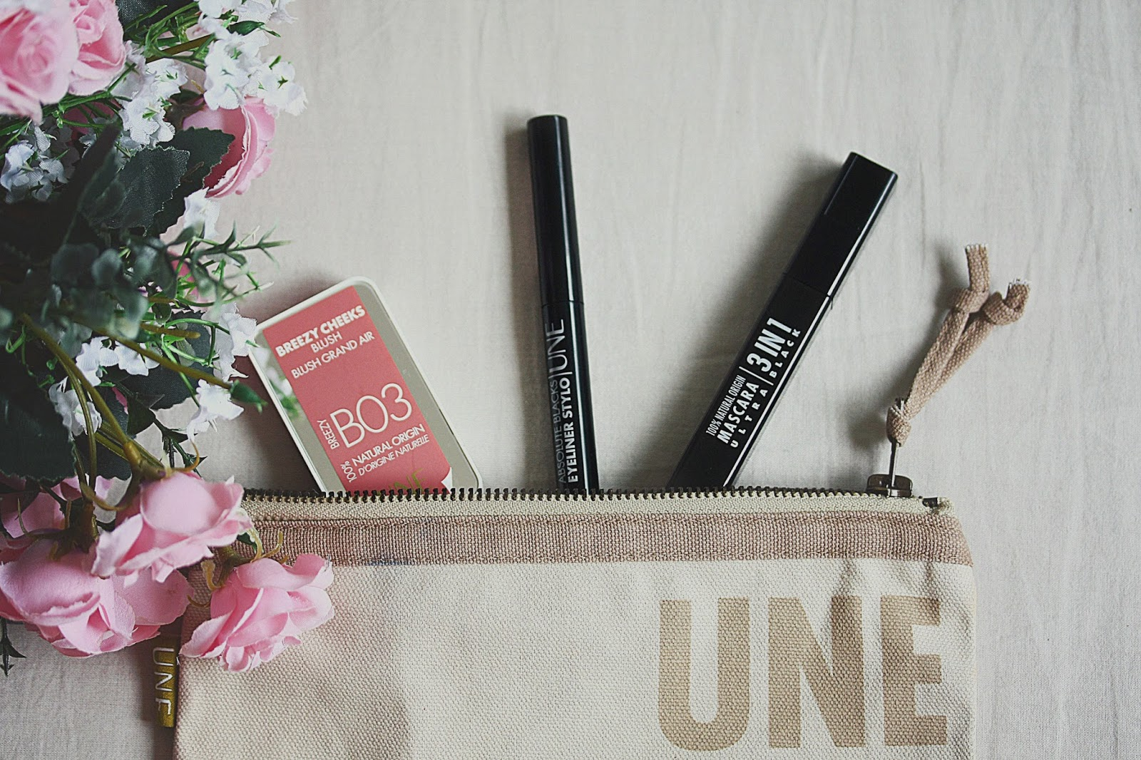 Une Natural Beauty Revue