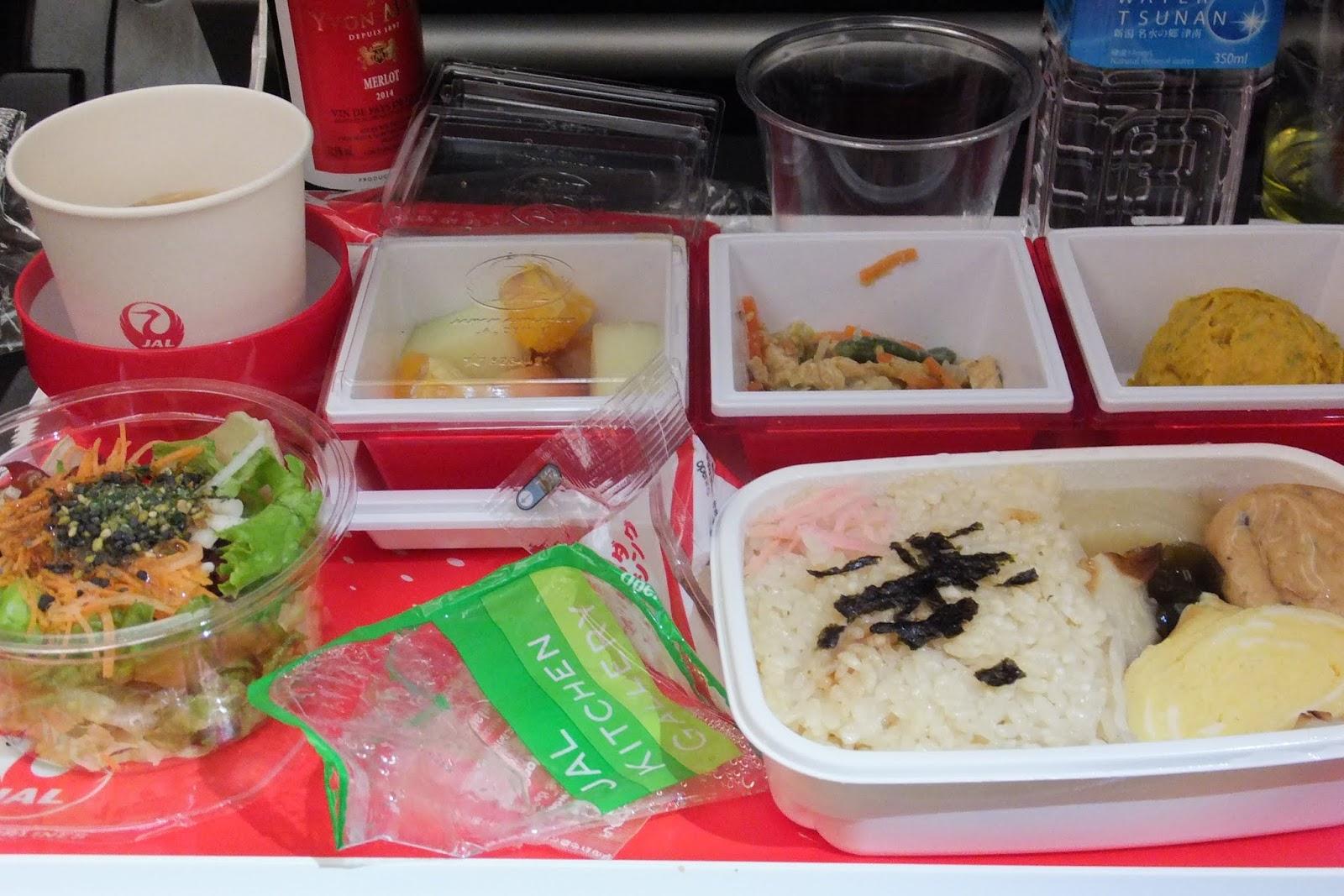 jal-economy-flightmeal JALおでん機内食2