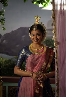 Keerthy Suresh in Saree with cute Expressions in Mahanati Working Stills