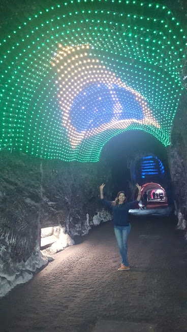 Bandeira do Brasil no túnel na entrada na Catedral de Sal - Zaquipará
