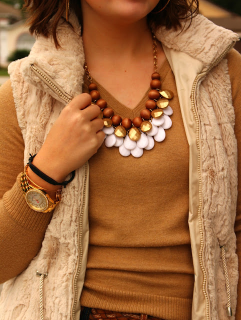 statement necklace blogger holiday look