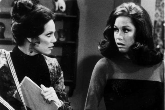 "LABCOPY Mary Tyler Moore (right) and Valerie Harper starred in ""The Mary Tyler Moore Show"" in the 1970s."