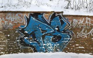 http://fotobabij.blogspot.com/2016/01/graffiti-zima-geboka-droga.html