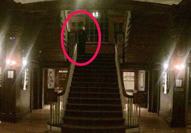 Turis Tidak Sengaja Memotret Sosok Hantu Penunggu Hotel