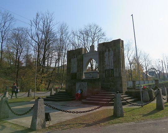 Pomnik rozstrzelanych przez SS Galizien w 1944 roku.