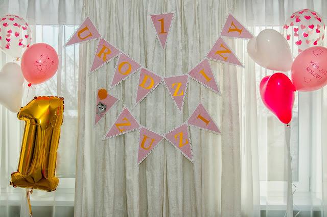dekoracje na roczek, girlanda, różowe ozdoby, różowa girlanda, girlanda z kotem, roczek dekoracje, napis na urodziny