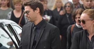 Θλίψη στην κηδεία του Γιάννη Τότσικα – Συντετριμμένος ο γιος του Αποστόλης