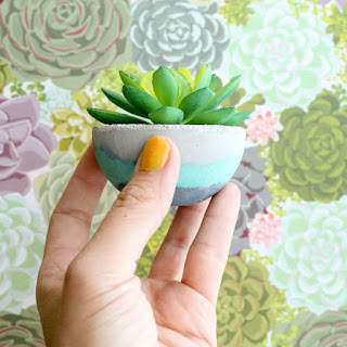 http://www.akailochiclife.com/2016/07/diy-it-mini-layered-concrete-planters.html