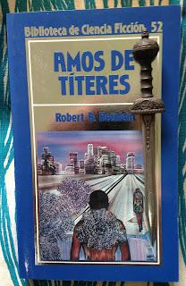 Portada del libro Amos de títeres, de Robert A. Heinlein
