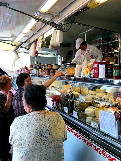 market-san-gimignano