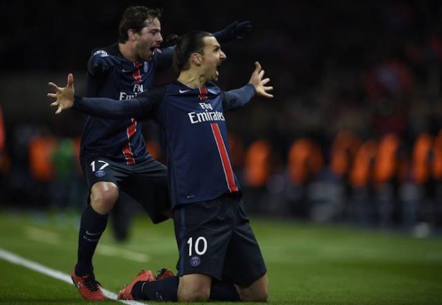 Ibrahimovic merayakan gol pertama PSG membawa skor imbang 1-1