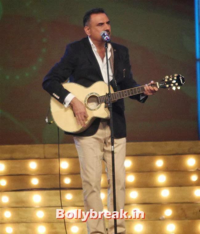 Boman Irani, Bollywood Celebs at Umang Police Show 2014