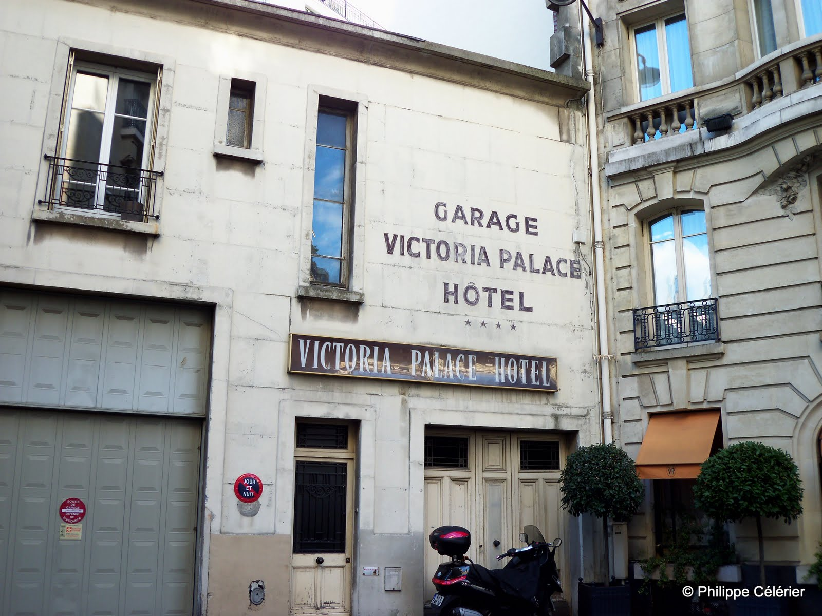 les murs peints s 39 affichent encore quelques trouvailles parisiennes. Black Bedroom Furniture Sets. Home Design Ideas