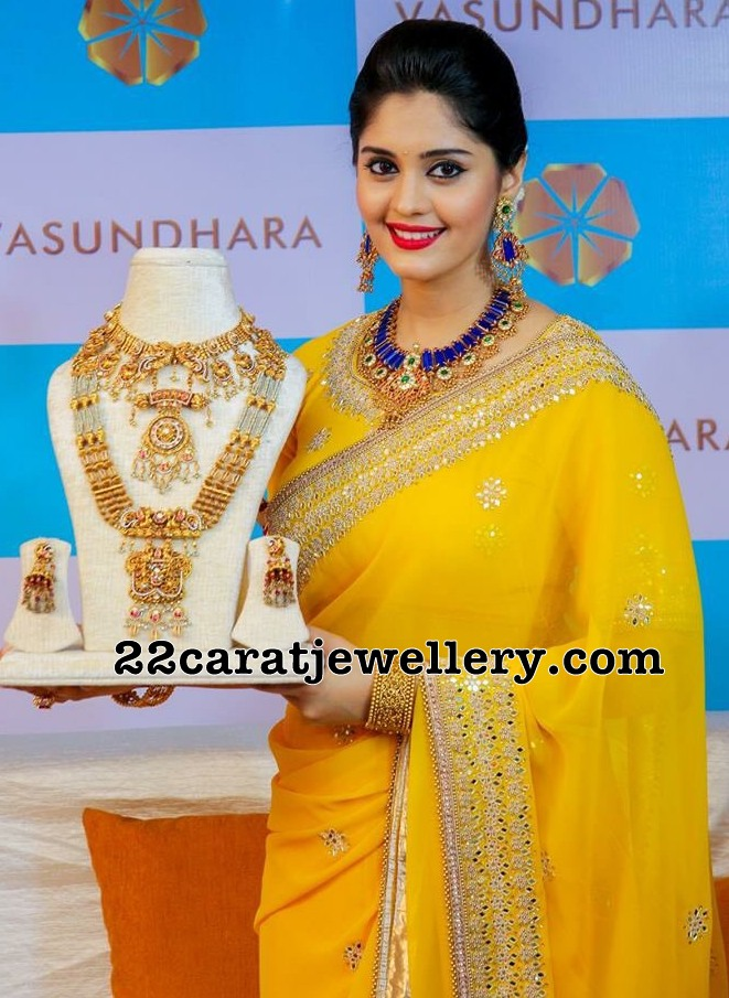 Surbhi Showcasing Antique Long Chain