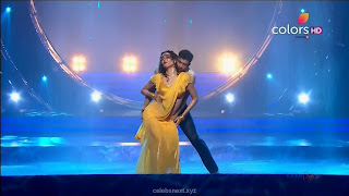 Karishma Tanna in Wet Yellow Saree on Stage Dance performence (38).jpg