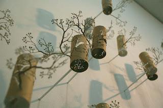 adorno hecho con tubos de cartón