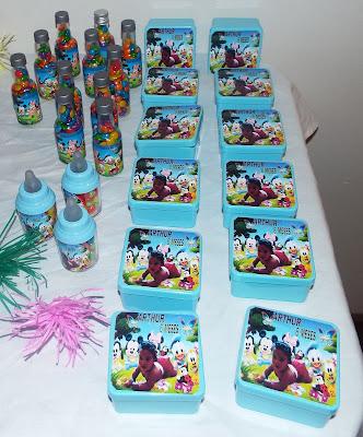 varios adesivos personalizados da turma da disney