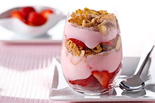 """<img src=""""yogurt-de-fresa.jpg"""" alt=""""el yogurt natural con fresas y nueces es un excelente postre para mantener tu peso"""">"""