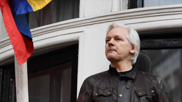 Assange defiende independencia de Cataluña y recibe ataques