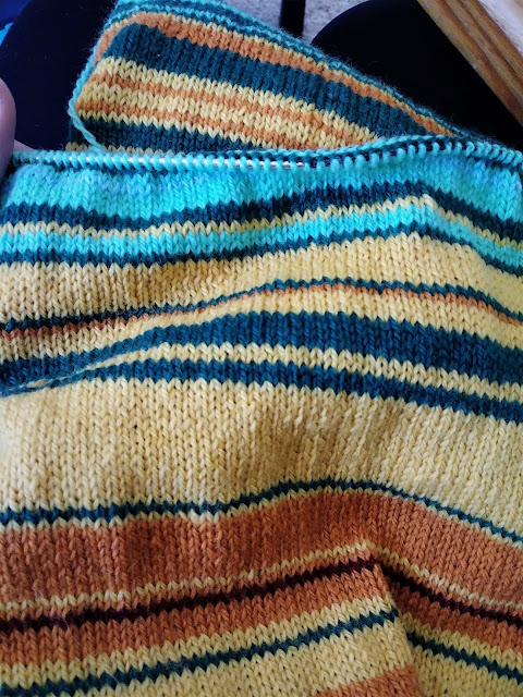 Knitting a 2018 temperature gauge scarf,
