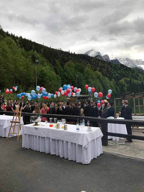Ballonflug, Helium, Rot Liebe, Blau Treue, Weiß Unschuld, Farbschema, Hochzeit, heiraten in Garmisch, Bayern, Deutschland, Riessersee Hotel, Hochzeitshotel, Hochzeitsplanerin Uschi Glas