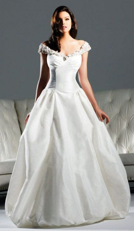 13 best snow white wedding dresses wedding celebration these snow white wedding dresses embody details of light soft draping and the delicate flares inspired by wings of familiar fairy tale princess with with junglespirit Choice Image