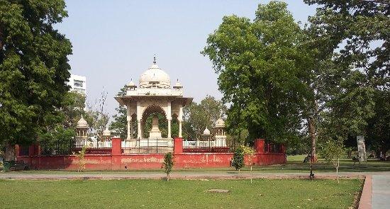 inside-hazrat-mahal-park