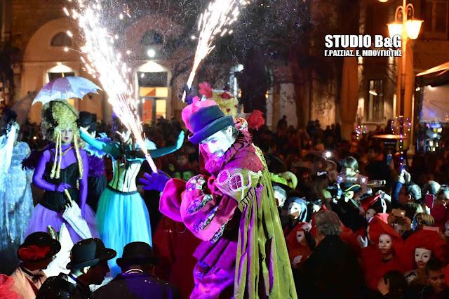 Εκπληκτικό σκηνικό με το Βενετσιάνικο Καρναβάλι στο Ναύπλιο (βίντεο)