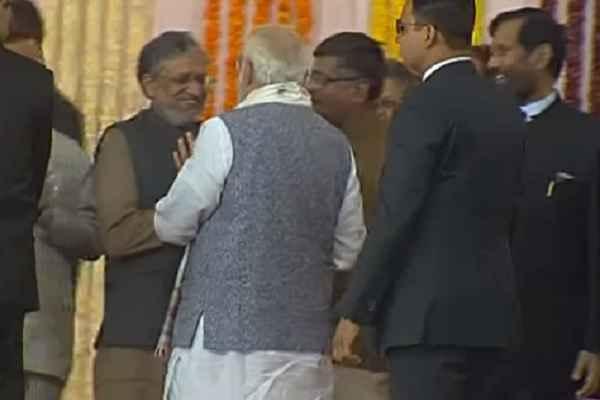 सुशील मोदी से मिलकर खुश हो गए PM MODI, बोले, आखिर आपने भेज ही दिया उन्हें असली जगह