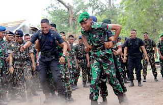 Hubungan Makin Mesra, TNI – Polri Gelar Olahraga Bersama - Commando