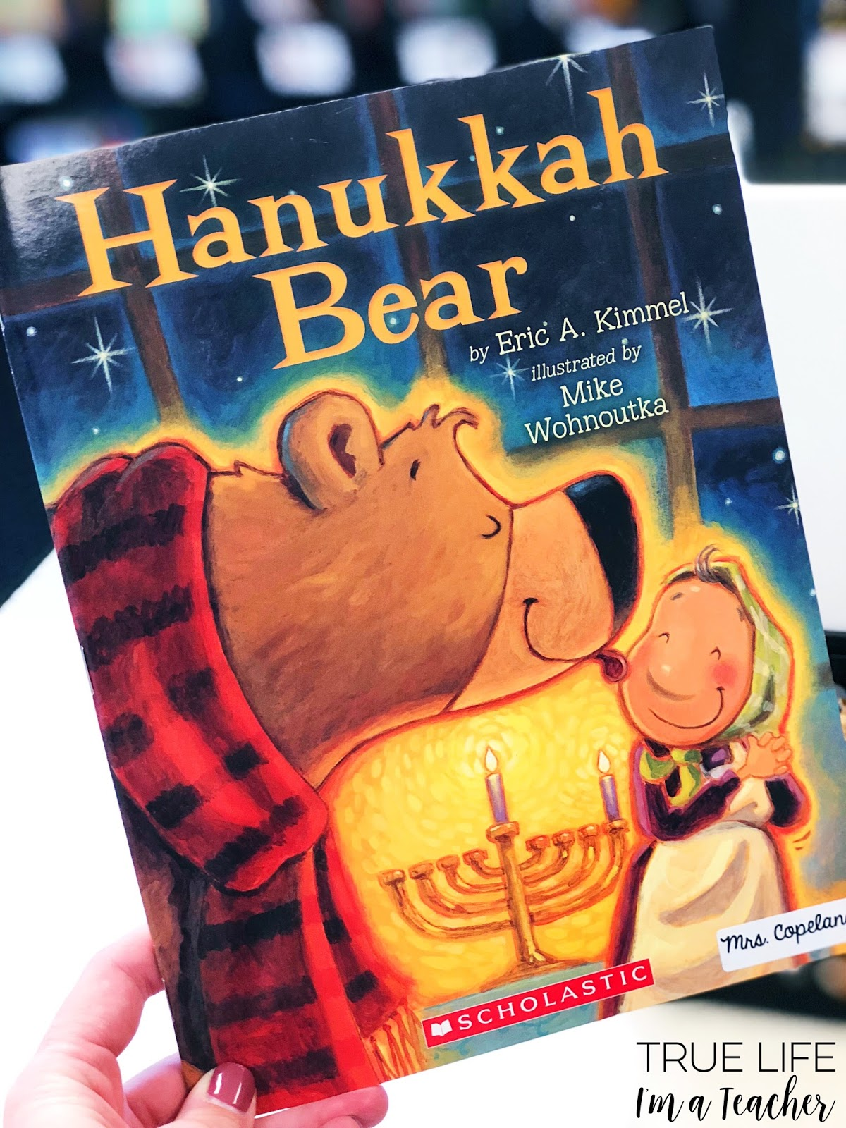 List of diverse December holiday read alouds perfect for elementary classrooms!
