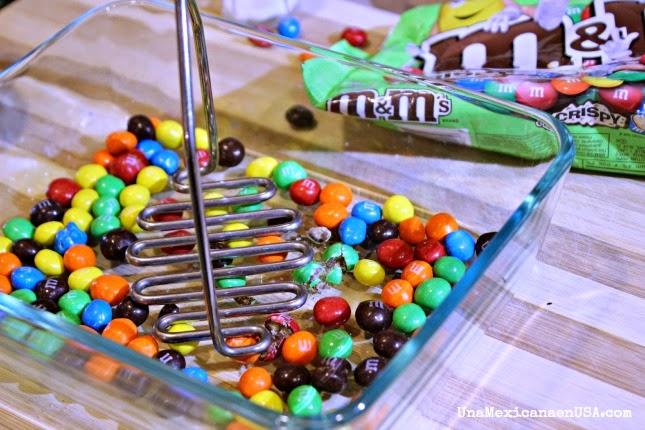 Crepas rellenas de M&M's® Crispy y Cajeta by www.unamexicanaenusa.com