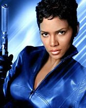 Halle Berry u filmu o James Bond 007 download besplatne pozadine slike za mobitele