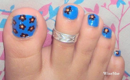 Nails Art: Vivacious Blog: Simple Toe Nail Art With Black Flowers