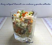 Arroz integral basmati con verduras y gambas salteadas