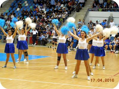 majorete alb-albastre