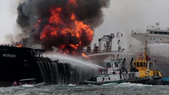 Buque de Pemex arde en México con 167 mil barriles de combustible