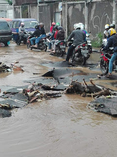 Viral aspal hotmix rusak di Cimahi tergerus banjir..