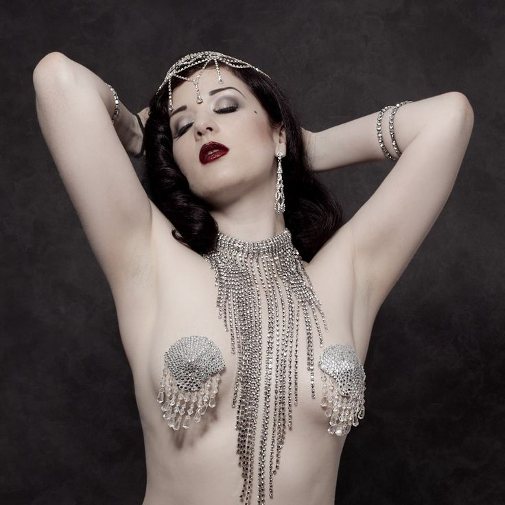 Vintage boudoir with burlesque performer Missy Fatale.