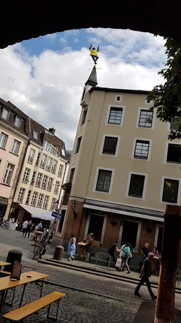 http://www.express.de/duesseldorf/erste--bergwertung--geschafft-wie-kommt-der-tour-boss-aufs-dach-vom-uerige--27870394