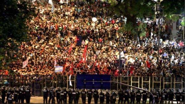 Congreso argentino aprueba reforma previsional tras más de 16 horas de sesión y represión