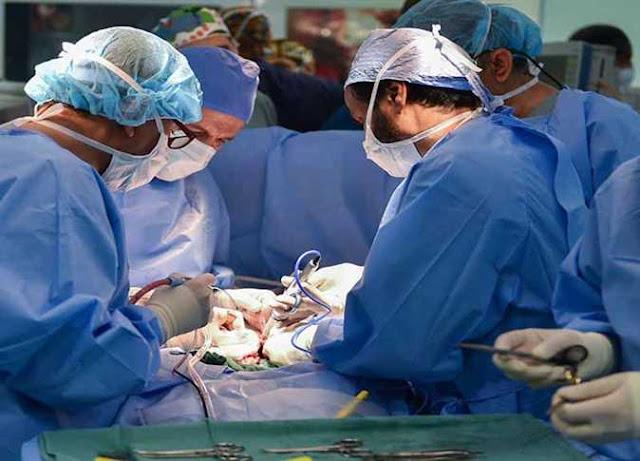 زوج يتهم طبيبين بالتسبب في وفاة زوجته أثناء عملية تدبيس معدة بميت غمر