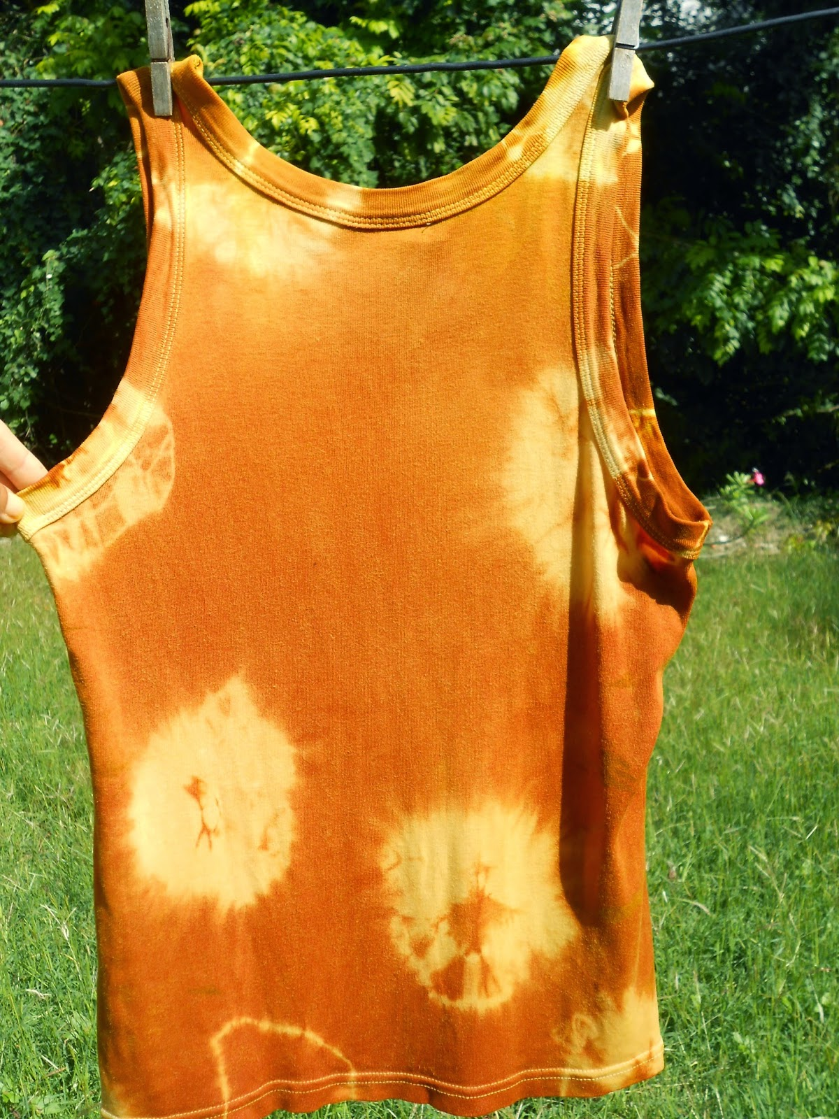 tie dye with natural fabric dye from fresh turmeric root naturopathic control