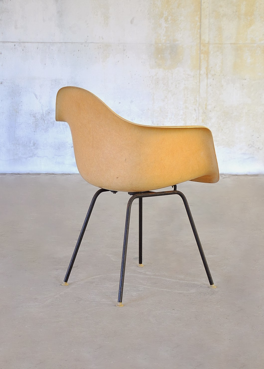 select modern eames fiberglass shell chair. Black Bedroom Furniture Sets. Home Design Ideas