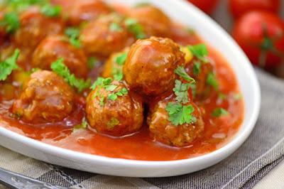 كرات الدجاج بالطماطم والزعفران