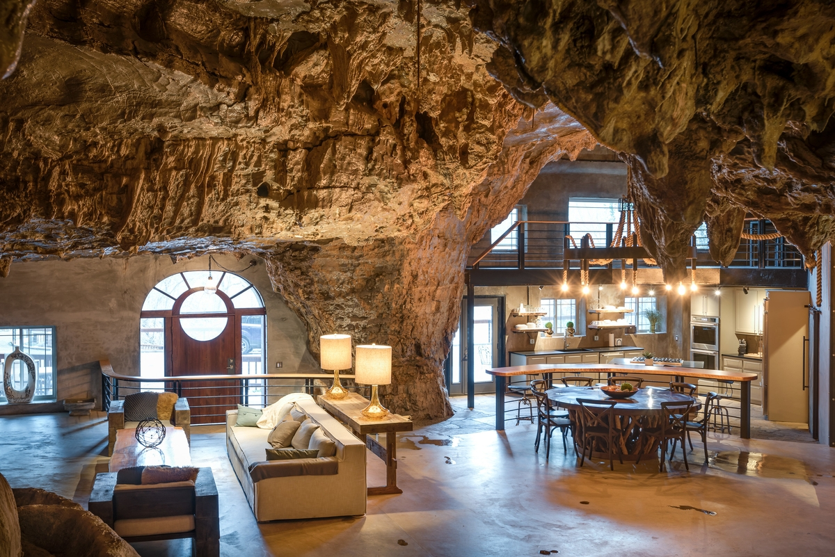 11-The-Beckham-Creek-Cave-Home-in-the-Ozark-Mountains-www-designstack-co