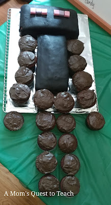 Completed Enderman Cake with cupcakes