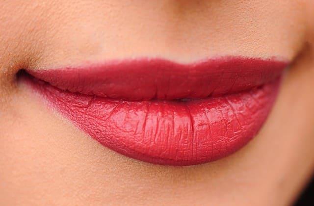 Cara Memerahkan Bibir Secara Alami - Alternatif Terbaik untuk Mengurangi Ketergantungan Pemakaian Lipstik