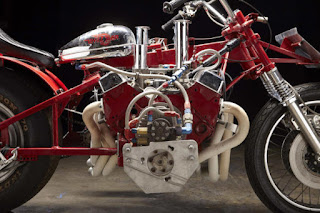 EJ-Potter-Widowmaker-7-Motorcycle-with-a-Chevy-V8-04-620x413